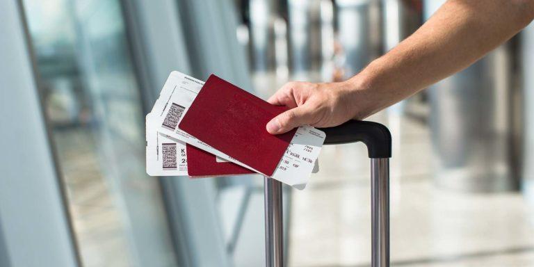 Flybilletter i en lufthavn