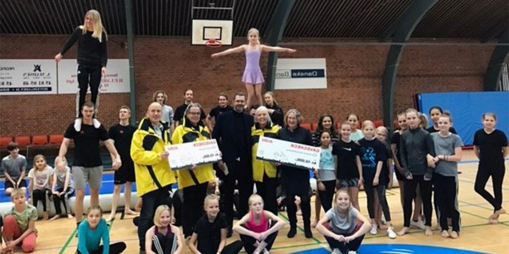 Gavecheks bliver overrækt til Natteravnene Rudersdal og Skjol Gymnastikforening