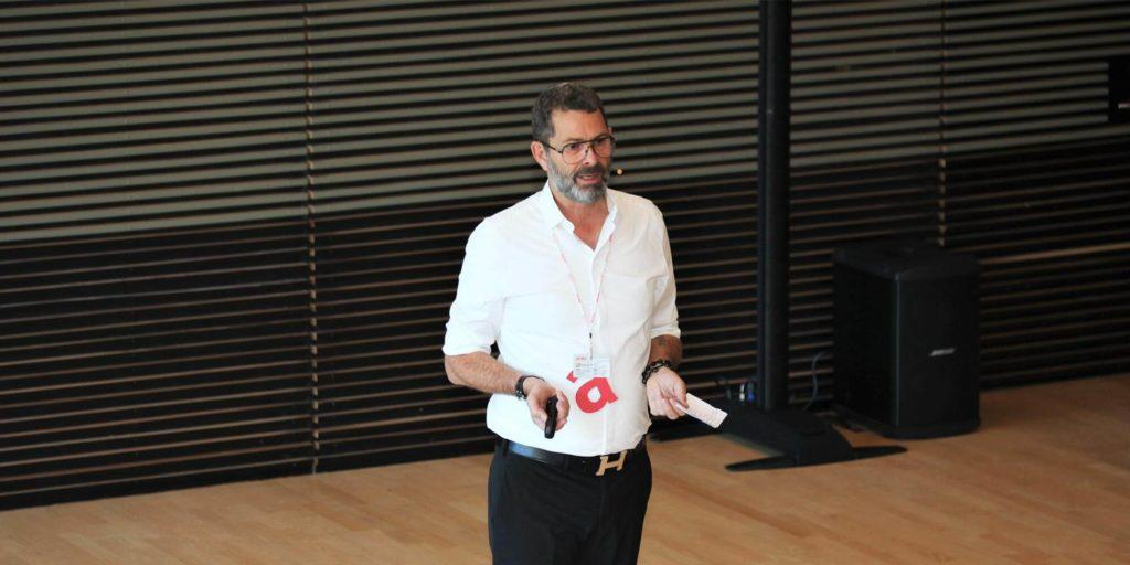Lars de Nully præsenterer
